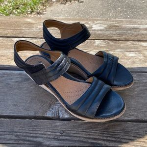 Clark collection black wedge 7.5